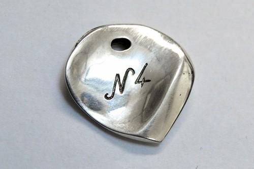 Le Niglo no4 - ergonomique pick- Silber